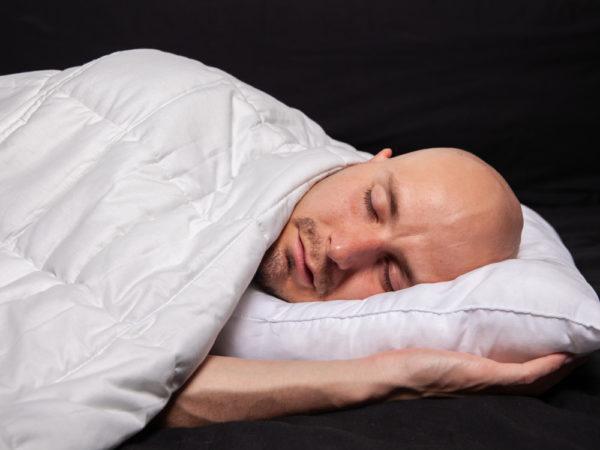 Serina-painopeitto luo käyttäjälleen turvallisen ja rauhallisen tunteen, joka helpottaa nukahtamista ja lyhentää nukahtamisaikaa.